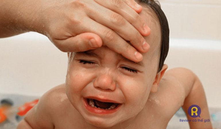 Lưu ý khi trẻ sốt co giật tím tái