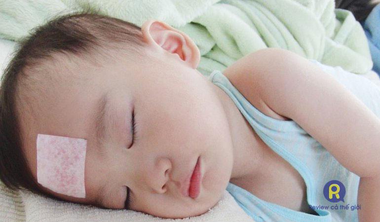 Cách hạ sốt cho trẻ 1 tuổi