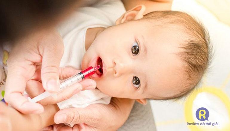 Cách cho trẻ sơ sinh uống thuốc