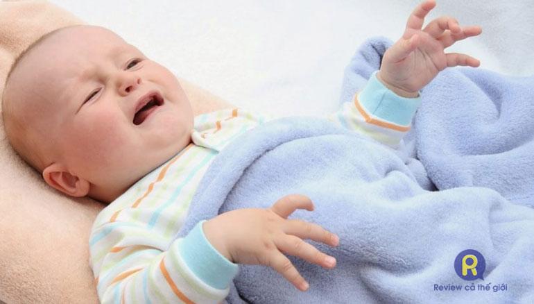 Cách trị táo bón cho trẻ sơ sinh 2, 3 tháng tuổi